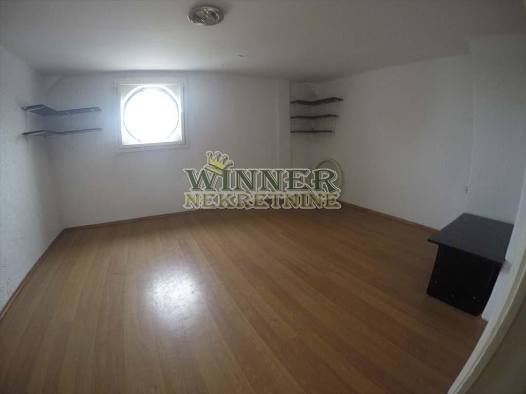 Prodaja Stan Gospodska, Zemun, u pesackoj zoni, potkrovlje, uknjizeno, za renoviranje, agencija za promet nekretnina winner ponuda stanova