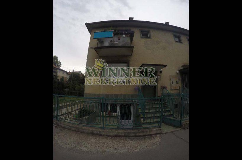 . Prodaja Kuca Vertikala Galenika, Zemun, vertikala, uknjizeno, dvoriste, plac, ponuda agencija promet nekretnine winner provizija stara gradnja sprat