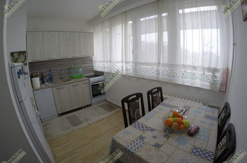 Prodaja Stan Zemun 55m2, 2.0, naselje Sava Kovacevica, kompletno renoviran, dvostrano orjentisan, uknjizen, centralno greja