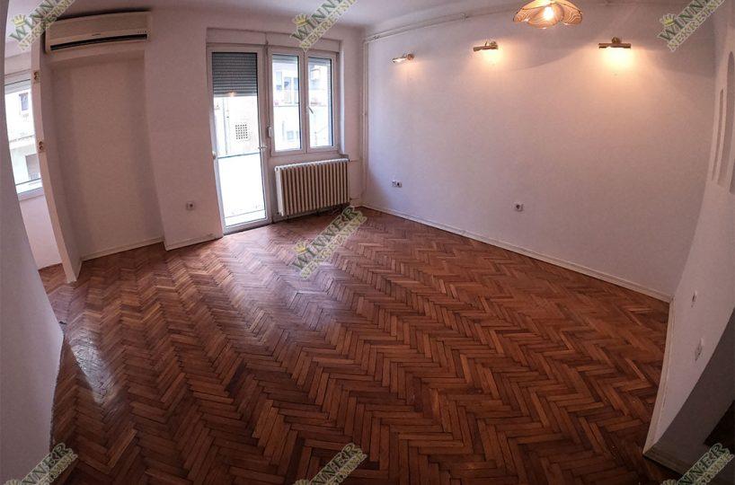 Prodaja Stan Stari grad Dorcol salonac, uknjizen, odmah useljiv, renovirano, dvoiposoban, trosoban, CG, agencija, promet,winner nekretnine